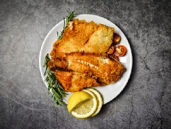Пържено Филе от бяла риба треска или хек в хрупкава панировка с бира и царевично нишесте на тиган - снимка на рецептата